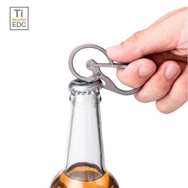 Tytanowy karabińczyk RovyVon z otwieraczem do butelek